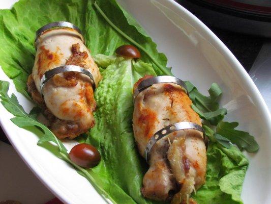 חזה עוף ממולא בבשר ועשבי תיבול ורוטב ירקות