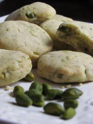 עוגיות עם פיסטוק ותה ירוק – עוגיות ללא ביצים