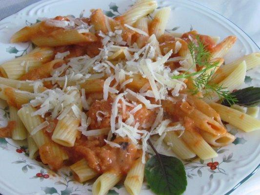 פסטה ברוטב עגבניות עם שמנת - פסטה רוזה