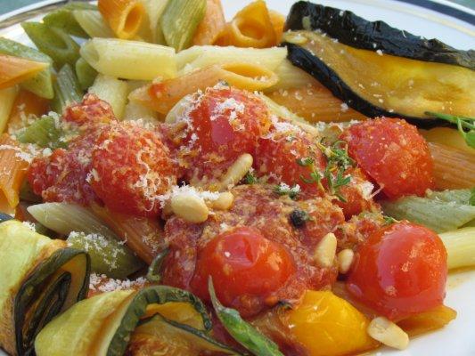 פסטה עם ירקות ורוטב עגבניות