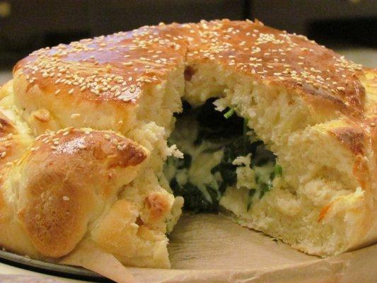 לחם גבינה ותרד - מאפה גבינה בלקני פוצ'יה