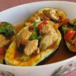 חצילים ממולאים בחזה עוף וירקות מלקט תאילנדי